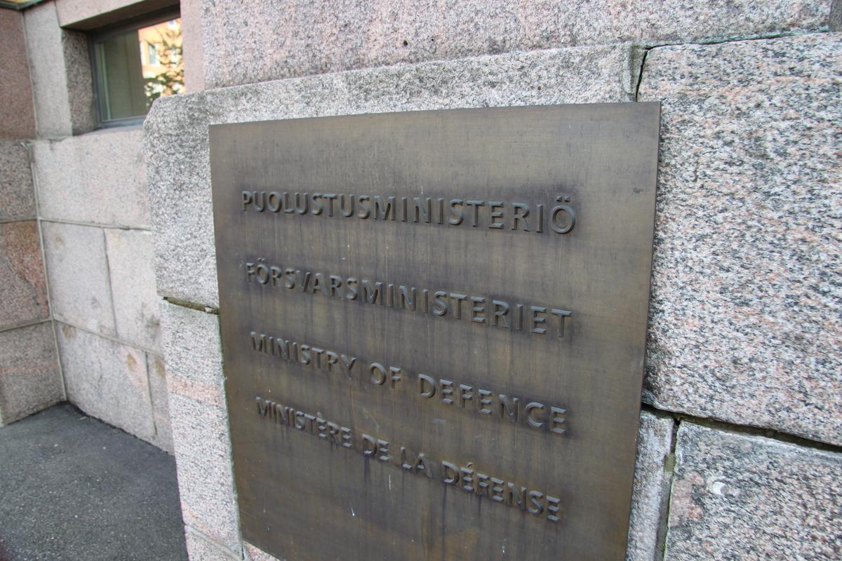 Puolustusministeri Kaikkonen vierailee Hämeenlinnassa ja Riihimäellä